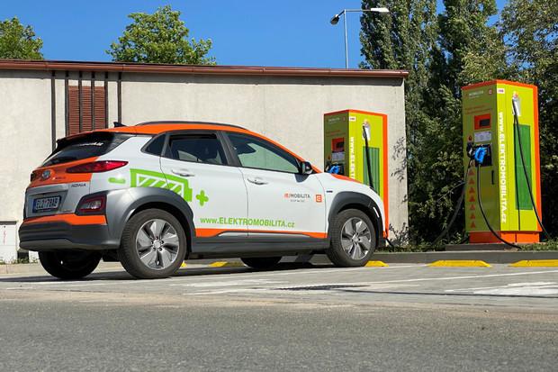 Na čerpacích stanicích Shell budou rychlonabíječky ČEZ