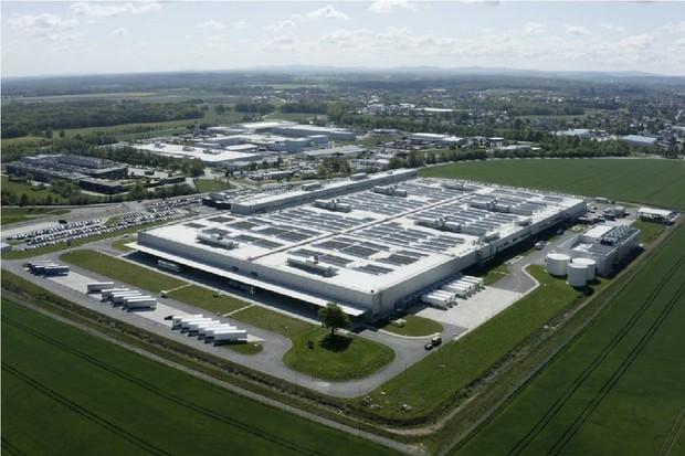Mercedes-Benz investuje miliardu dolarů do závodů na výrobu baterií