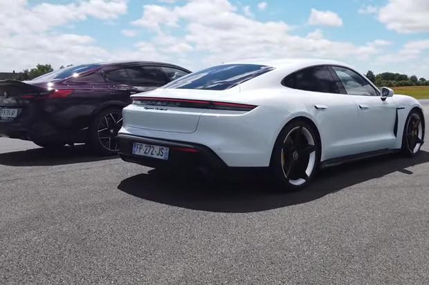 Porovnání sprinterských schopností Porsche Taycan a BMW M8