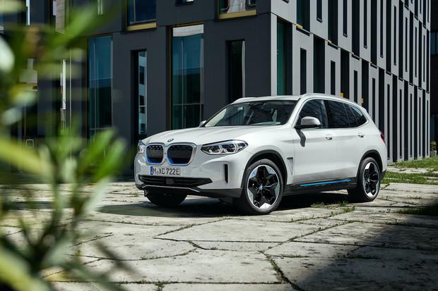 BMW slibuje velkou elektrickou ofenzivu. Chce dohnat konkurenci