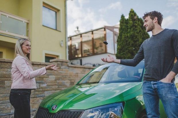 České firmy si vedle operativních leasingů oblíbily P2P carsharing