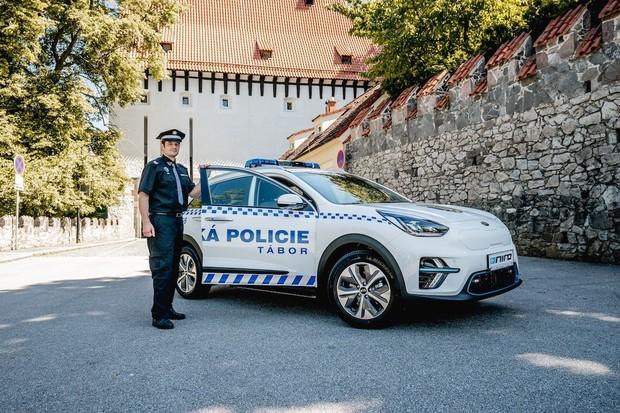 Návratnost elektromobilu u městské policie je rychlejší, než by se dalo čekat