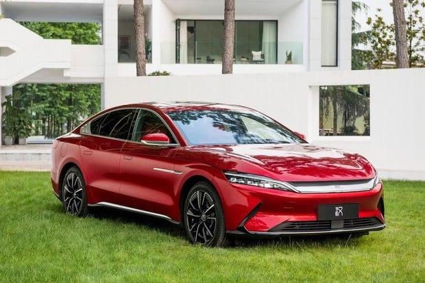 Čínský elektromobil BYD velikosti Tesly Model S bude stát okolo milionu Kč