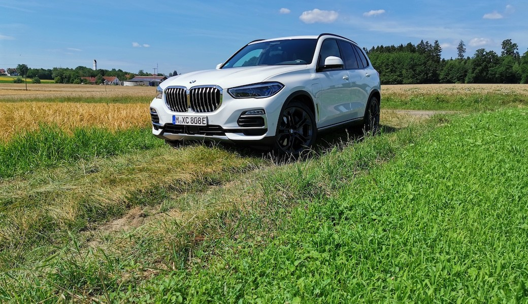 BMW X5 xDrive 45e jako úsporné rodinné auto