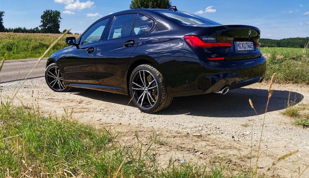 BMW 330e je řízená střela s plug-in hybridním pohonem