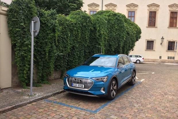 V Norsku už mají auta do zásuvky 2/3 trhu, i s hybridy 3/4