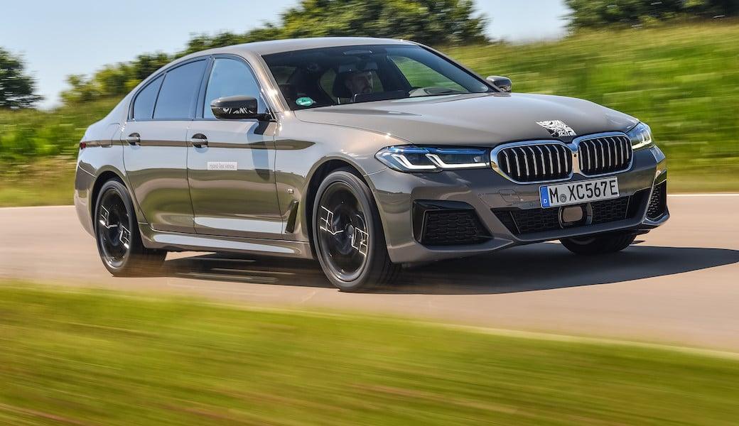 BMW 545e xDrive, ostrý sedan i úsporné auto v jednom