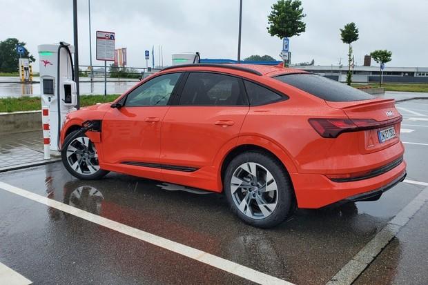 Jaký je reálný dojezd Audi e-tron 55 Sportback? Vyzkoušeli jsme to