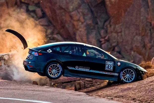 Tesla Model 3 Unplugged Performance do výsledků Pikes Peak nepromluví