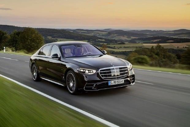 Mercedes-Benz třídy S je opět králem. Nabízí to, co konkurence zatím vymýšlí