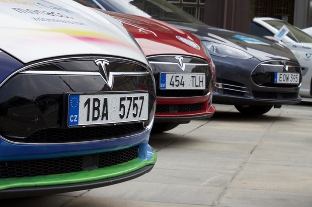 Chystají se výhody pro elektromobily, po dálnicích mají jezdit zdarma