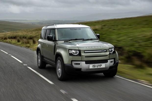 Land Rover představuje dva nové motory. Dostal je aktuální Defender