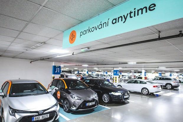 V Praze startuje parkování sdílených aut v obchodních centrech zdarma