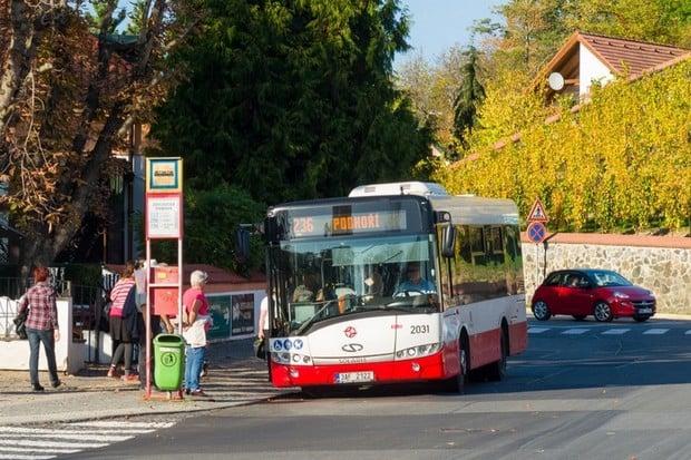 Praha vyzkouší inovativní čtyřpólové nabíjení elektrobusů