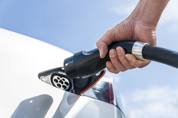Češi jsou podle Arvalu v zavádění alternativních pohonů hluboko pod průměrem EU