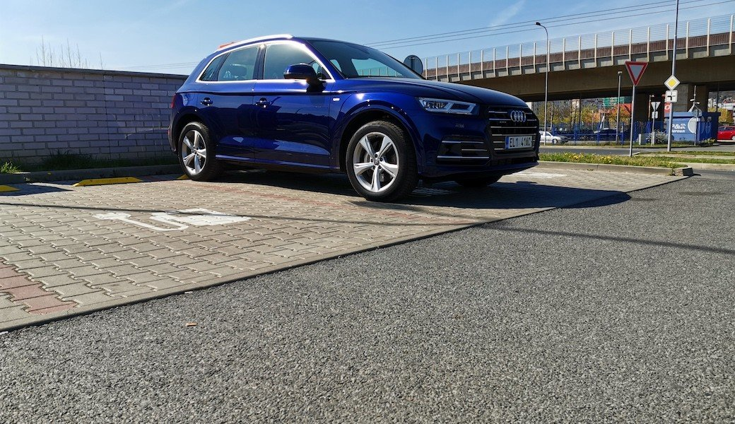 Jaký dojezd na elektřinu a spotřebu benzínu má Audi Q5 55 TFSI e quattro
