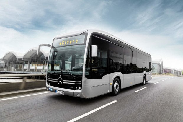 Mercedes již dodává autobusy, které mají baterie s pevným elektrolytem