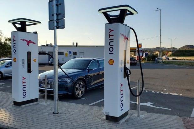 Česko má další ultrarychlou nabíječku Ionity. Vyrostla na D1 u Prahy