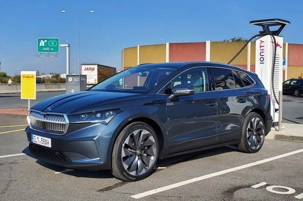 Elektrická Škoda Enyaq iV znovu. Přinášíme podrobný videopohled na interiér
