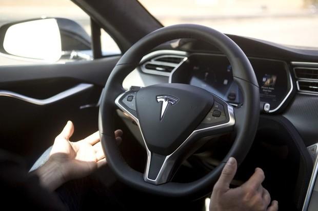 Funkce Autopilot prošla testem organizace Euro NCAP. Tohle se Tesle líbit nebude