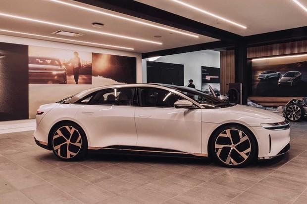 Lucid Motors otevírá první samostatný showroom a servisní středisko v Beverly Hills
