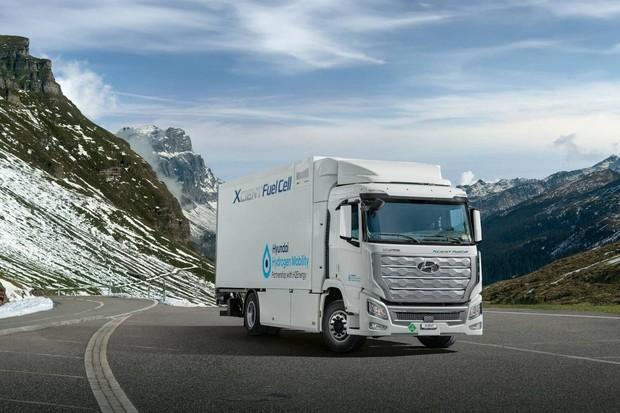 Náklaďáky na vodík od Hyundai už brázdí švýcarské silnice