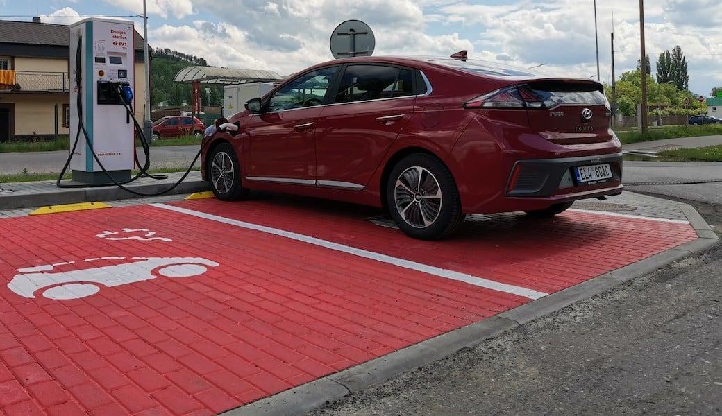 Jaký dojezd na elektřinu a spotřebu benzínu má Hyundai Ioniq Plug-in Hybrid