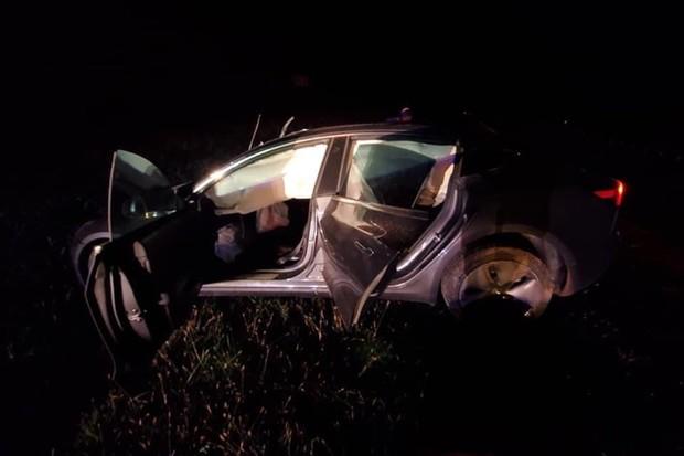 Majitelka Tesly Model 3 přežila čelní střet s pick-upem jen s lehkými zraněními