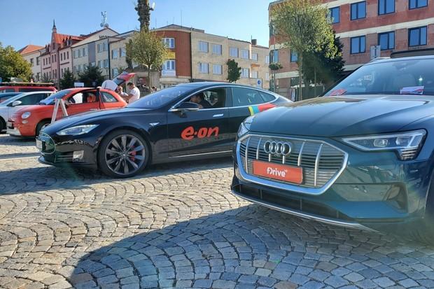Elektromobily se sjely do Žďáru nad Sázavou. Podívejte se, jaké
