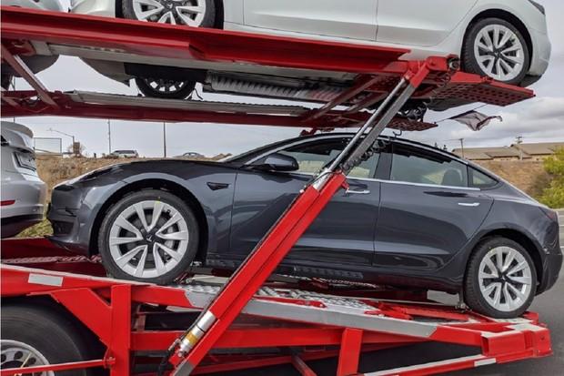 Tesla modernizuje Model 3. Součástí toho jsou i nová kola