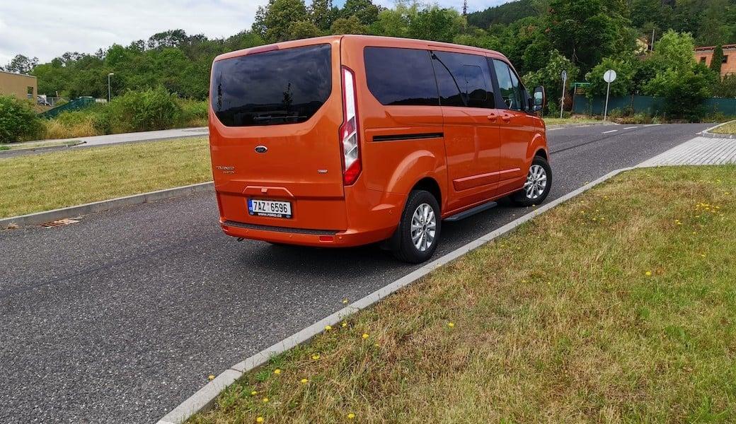 Jaký dojezd na elektřinu a spotřebu benzínu má Ford Tourneo Custom Plug-in Hybrid