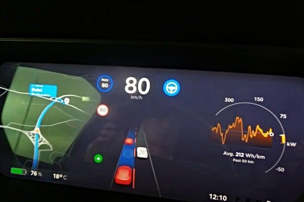 Unikátní video. Jak vidí provoz autonomní řízení Tesla?