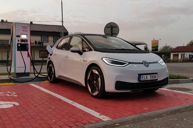 Produkce Volkswagenů ID.3 a ID. 4 ve Zwickau se zvýšila na více než 800 denně