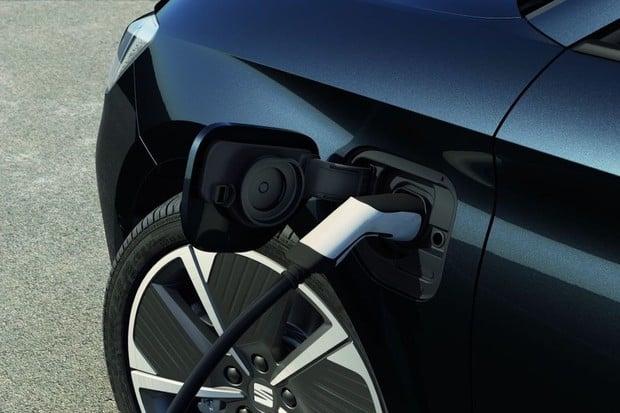 Španělsko dá letos na elektromobilitu 10,5 miliardy Kč