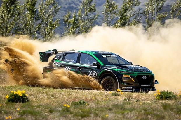 Hyundai po 18 měsících vývoje představil rallyový elektrospeciál