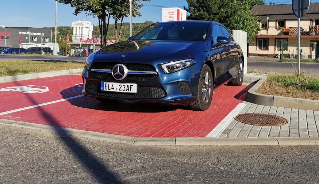 Spotřeba benzínu a elektrický dojezd plug-in hybridu Mercedes A 250e