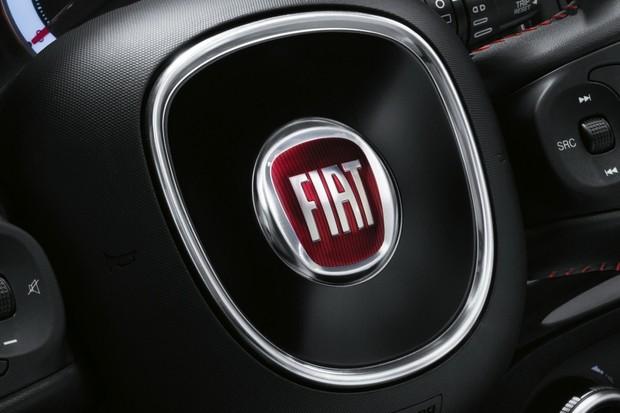 Fiat začlení do své flotily elektromobily Tesla. Aby splnil emisní limity