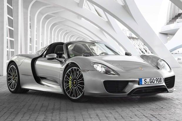 McLaren P1, LaFerrari a Porsche 918 Spyder. Dočkáme se elektrického trojboje?