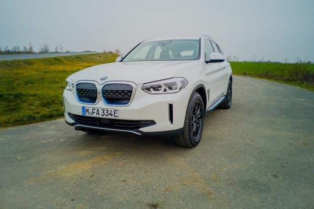 BMW iX3 prošlo losím testem. Dosáhlo skvělých výsledků