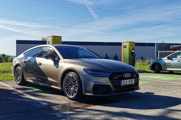 Audi navýšilo kapacitu baterií u modelů Q5, A6 a A7 TFSI e. Přibyla i další novinka