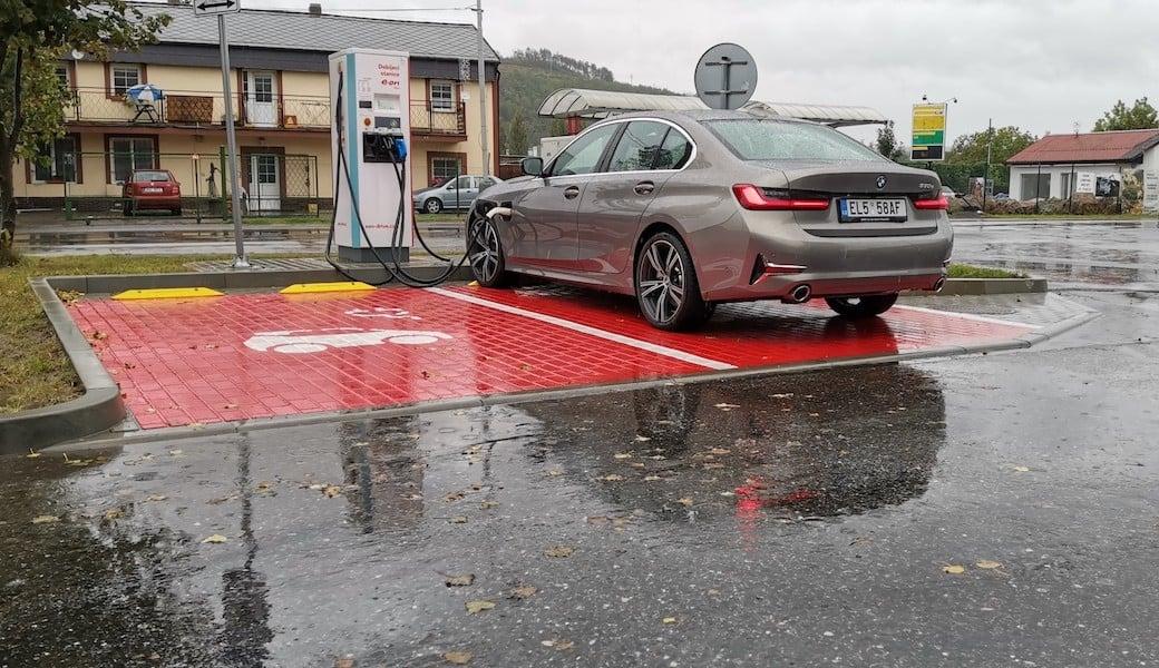 Spotřeba benzínu a elektrický dojezd plug-in hybridu BMW 330e