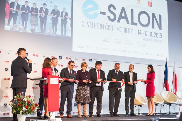 Pořadatelé e-Salonu stále počítají s termínem v polovině března 2021
