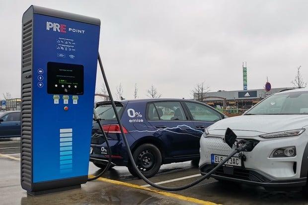 PRE zveřejnila nový ceník za nabíjení elektromobilů, bude platit od dubna
