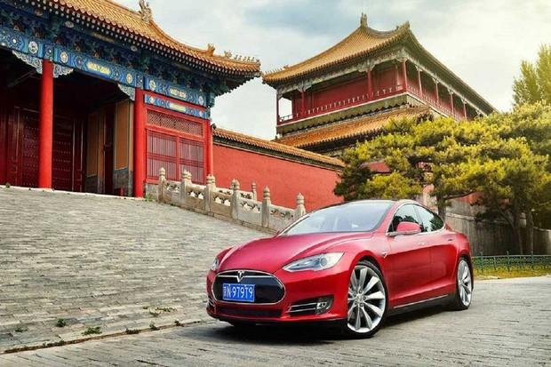 Tesla připravuje obří Supercharger a novou fabriku v Číně