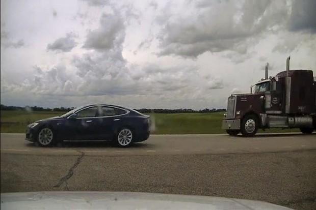 Spící řidič Tesly Model S jde k soudu
