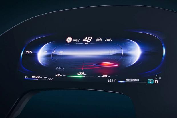 MBUX Hyperscreen od Mercedesu je šperkem interiéru, který se učí z chování posádky