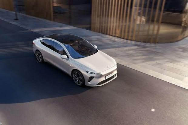 Čínská konkurence Tesly představila nový sedan NIO ET7. Slibuje dojezd až 1 000 km