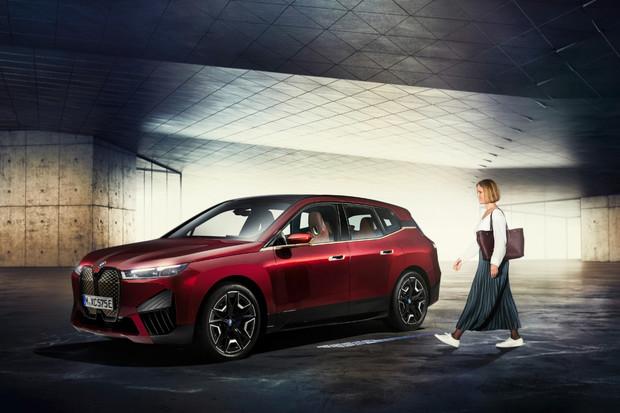 BMW Digitální klíč Plus s technologií UWB se představí v BMW iX