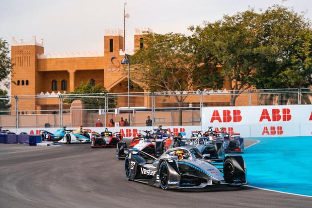 Už třetí tým F1 projevil zájem o formuli E. Lákají především nízké náklady