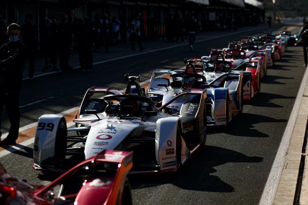 Rekordní počet závodů, i s fanoušky, formule E má do nové sezóny nesmělé plány